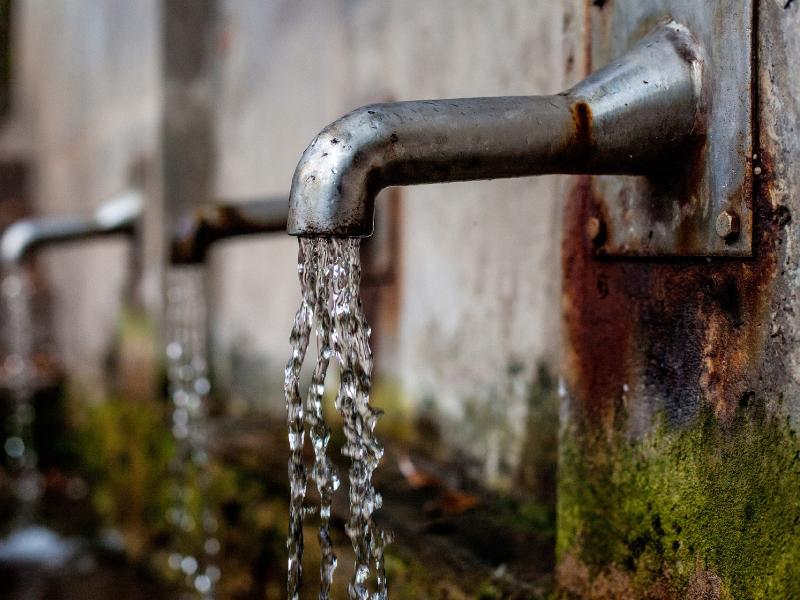 1・洗面所の水漏れ解決方法①蛇口から水漏れしている場合