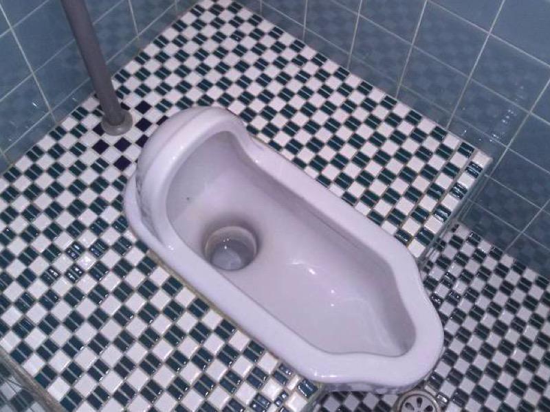 第一章:トイレの床が予想外に汚れてしまっている原因とは
