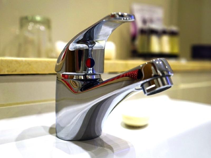 第一章:洗面台の下の排水パイプの水漏れのトラブルについて